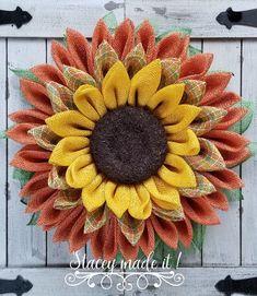 Sunflower Burlap Wreaths, Fall Mesh Wreaths, Spring Front Door Wreaths, Diy Fall Wreath, Burlap Flowers, Wreath Crafts, Summer Wreath, Wreath Burlap, Wreath Ideas