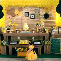 Sunshine Birthday Parties, Baby Boy 1st Birthday Party, 10th Birthday, First Birthday Parties, First Birthdays, Baby Bumble Bee, Ballon Decorations, Bee Party, Party Themes