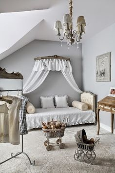 When I look at shabby chic kids' rooms, I wish I had a little daughter! Shabby chic style is one of the most popular for children's spaces, to be precise, Camas Shabby Chic, Modern Shabby Chic, Shabby Chic Bedrooms, Shabby Chic Homes, Shabby Chic Furniture, Shabby Chic Decor, Cocina Shabby Chic, Shabby Chic Kitchen, Shabby Chic Zimmer