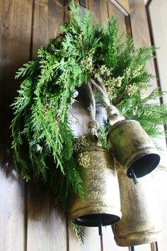 simple Christmas wreath, club botanic live wreath, bells on wreath
