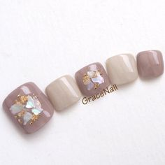 The advantage of the gel is that it allows you to enjoy your French manicure for a long time. There are four different ways to make a French manicure on gel nails. Nail Polish Stickers, White Nail Polish, Pedicure Designs, Cute Nail Designs, Feet Nail Design, Feet Nails, Healthy Nails, Nagel Gel, Artificial Nails