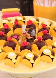 Hoje no blog, reuni inspirações lindas de festa infantil com o tema A Bela e a Fera, tenho certeza que você vai ficar ainda mais encantando com a beleza que uma festa neste tema é capaz de proporcionar.