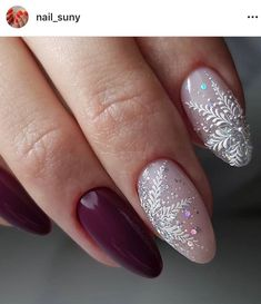 If you are getting ready for the holidays by painting a winter wonderland on your nails, these Cutest Christmas Nail Art DIY Ideas will surely give you a cheerful Christmas season this year. Cute Christmas Nails, Christmas Nail Art Designs, Xmas Nails, New Year's Nails, Holiday Nails, Hair And Nails, Holiday Makeup, Nail Art Noel, Nail Art Diy