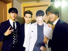JYH TWITTER UPDATE~  Minhyuk, Jonghyun and Jungshin supporting their hyung for his first show. Posing with Yonghwa's standee. So sweet. Hihi.