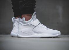 Où trouver les Nike Kwazi 'White/Pure Platinum' & 'Action Red' ?