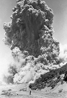 En Costa Rica, 50 años de eruccion del volcan Irazu., estaba de visita el presidente John F. Kennedy EUA