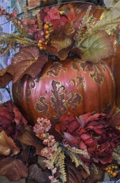 ✿ڿڰۣ Fall Decoration Gorgeous pumpkin and seasonal flowers and plants make up this beautiful centerpiece. Thanksgiving Decorations, Halloween Decorations, Holiday Decor, Thanksgiving Wedding, Fall Wedding, Autumn Decorating, Pumpkin Decorating, Fall Pumpkins, Halloween Pumpkins
