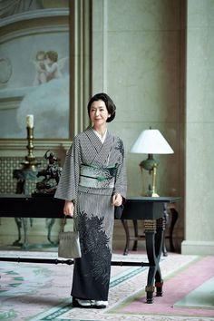 Subtle and graceful. Kimono Fashion, Fashion Outfits, Kabuki Costume, Traditional Japanese Kimono, Modern Kimono, Kimono Design, Kimono Fabric, Oriental Fashion, Japanese Outfits