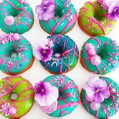 Ideales para un DonutWall! . By @sugarandsaltcookies . #donuts #inspo #lifeissweet #mdtpartyandcakes