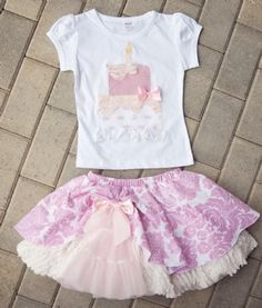 I'm thinking this would be perfect for Alice's 2nd birthday photos. Pigtails and ballet flats. Darling.