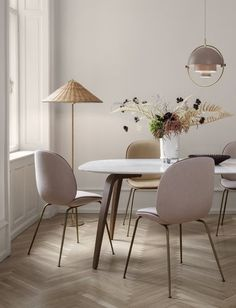 An elegant mid-century modern dining space with blush chairs and a wicker floor lamp to add a relaxed feel to the room. Wicker Shelf, Wicker Table, Wicker Furniture, Design Furniture, Dining Chairs, Dining Table, Wicker Mirror, Wicker Tray, Dining Room