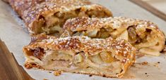 Almond Raisin Apple Strudel - delicious puffed pastry with spices, raisins and apples. Apple Desserts, Apple Recipes, Cheesecakes, Puff Pastry Desserts, Breakfast Recipes, Dessert Recipes, Brunch Drinks, Apple Strudel, Sweet Bakery