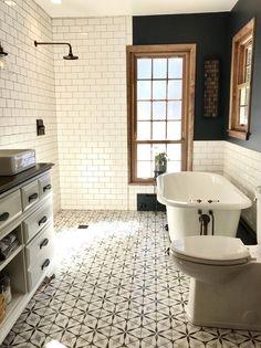 Modern Farmhouse, Rustic Modern, Classic, light and airy bathroom design a few ideas. Bathroom makeover some ideas and master bathroom renovation tips. Steam Showers Bathroom, Shower Rooms, Glass Showers, Bath Shower, Tiled Showers, Marble Showers, Bathroom Flooring, Bathroom Cabinets, Bathroom Mirrors