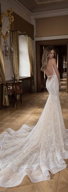 We do love a little drama - especially when it's in the form of an epic wedding dress like this one by @bertabridal.