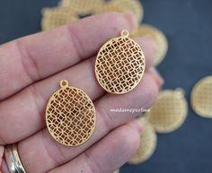 22k Gold-filled Filigree Oval Pendant Necklace With Spiral 45 cm