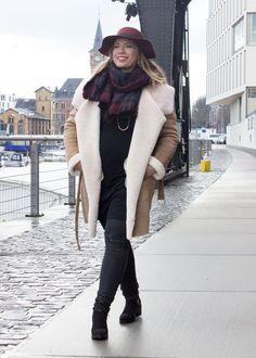 missesviolet-fashion-winteroutfit-camel-coat-und-edited-kleid-5