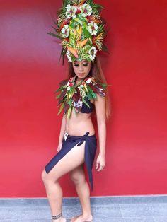 Hawaiian Woman, Hawaiian Girls, Polynesian Dance, Polynesian Culture, Pacific Girls, South Pacific, Tahitian Costumes, Hindu Art, Flower Crown