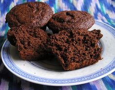 Cocoa Banana Muffins -- I will definitely be making these soon. Will most likely sub fat-free sour cream for the buttermilk, though. Fun Baking Recipes, Muffin Recipes, My Recipes, Favorite Recipes, Recipies, Healthy Desserts, Delicious Desserts, Vegetarian Brunch, Fabulous Foods