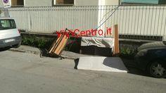 "Castellammare -  ""mobilificio"" improvvisato in strada"