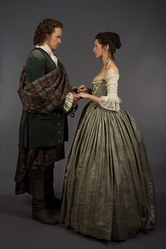 Image from http://outlandertvnews.com/wp-content/uploads/2014/09/Jamie-Fraser-Sam-Heughan-and-Claire-Randall-Caitriona-Balfe-2.jpg.