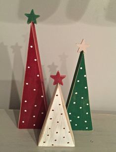 wooden christmas crafts This set of wooden Christmas trees is a perfect addition to your holiday decor! This listing is for the set of 3 trees. a and 5 tree will come in this set. The trees are painted red, green and white with polka dots. Wooden Christmas Crafts, Christmas Tree Set, Rustic Christmas, Christmas Projects, Holiday Crafts, Christmas Ornaments, Christmas Signs, Christmas Island, Wooden Xmas Trees