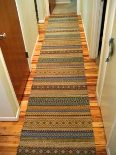 Like the hardwood floor. Inkle Loom, Loom Weaving, Hand Weaving, Wooden Staircase Design, Rug Inspiration, Rustic Stone, Weaving Projects, Cool Rugs, Weaving Patterns