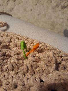 Návod na háčkovaný hvězdičkový puff Crochet Squares, Crocheting, Elsa, Stitch, Diy, Twine Crafts, Basket Weave Crochet, Knitted Pouf, Hampers