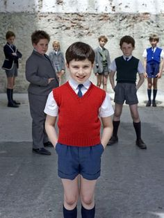 Le petit Nicolas School Boy, School Uniform, Kids Boys, Cute Boys, Boys Short Suit, Back To School Outfits For Kids, Lederhosen, Swimming Costume, Modern Kids