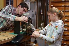 Der TickTack-Trick Servus Tv, Home Appliances, French Clock, Clock Craft, Grandfather Clocks, Desk Clock, Ultrasound, Life, House Appliances