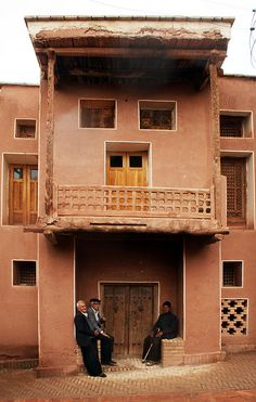 """""""Abyaneh"""" is a famous attractive village in Persia, all in red clay. No DEAD END ALLEY you'll find there. they speak in Parthian Pahlavi, the language spoken in Persia from around 100 BC until 4th or 6th Century AD. (I'm not sure about the exact date). If they don't speak farsi, iranien can understand them less than 5%."""