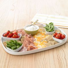 This Easy Entertaining Platter with Philadelphia Chive and Onion Light Cream Cheese only takes 10 minutes to make! Cold Appetizers, Appetizers For Party, Appetizer Recipes, Party Dips, Philadelphia Recipes, Party Platters, Easy Entertaining, Easy Meal Prep, Appetisers