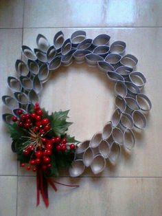 Talk about a unique wreath - made out of toilet paper rolls! Christmas Crafts To Make, Christmas Door Wreaths, Felt Christmas Decorations, Christmas Projects, Christmas Fun, Holiday Crafts, Christmas Ornaments, Christmas Angels, Paper Towel Roll Crafts