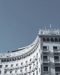 | r o u n d c o r n e r | #thessaloniki #salonica #building #classic #architecture #vsco #vscocam