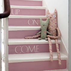 Recibidor, escaleras, letras
