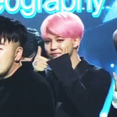 I'm sorry. You guys might be looking at Jimin but I'm looking a MIN YOONGI clapping adorably ☺️