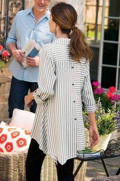 Standout Shirt ( back ) - Women's Striped Shirt, Tunic Shirt Look Fashion, Autumn Fashion, Womens Fashion, Fashion Details, Fashion Boots, Trendy Fashion, Fashion Trends, Mode Hijab, Tunic Shirt