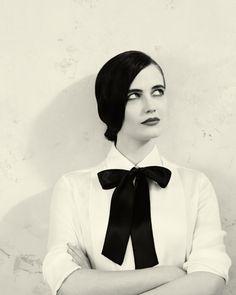 Eva Green - un nœud papillon noir