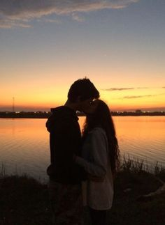 5 Languages of Love to Bind a Solid Relationship Cute Couples Photos, Cute Couple Pictures, Cute Couples Goals, Romantic Couples, Couple Photos, Prom Pictures, Couple Bi, Photo Couple, Couple Goals Relationships