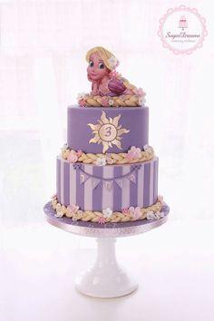 Divertida tarta para celebración de cumpleaños infantil. #tarta #cumpleaños