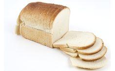 Overal vieze vingers op de muur? Neem een stukje witbrood en wrijf dit goed over de vlekken voor een schoon resultaat.