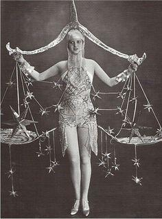 Haller Revue, Berlin Balancing Act Vintage Burlesque, Vintage Circus, Vintage Carnival, Retro Mode, Mode Vintage, Cabaret, Vintage Photographs, Vintage Images, Vintage Beauty