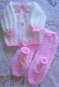 Baby Cardigan Knitting Pattern Free, Baby Booties Knitting Pattern, Crochet Baby Blanket Free Pattern, Crochet Baby Sweaters, Baby Boy Knitting Patterns, Crochet Baby Cardigan, Crochet Baby Clothes, Pull Bebe, Pulls
