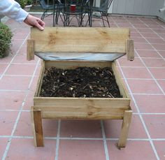 10 Great Worm Composting Bin Ideas and Tutorials - The importance or you can say utility of the worm bin is certainly known to those who have backyard f… Urban Farm, Worm Farm Diy, Bokashi, Vermicomposting Bin, Garden Compost, Worm Composting, Earthworms, Organic Gardening, Vegetable Gardening