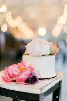 simple white wedding cake @weddingchicks