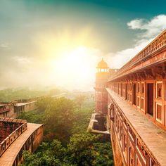En Inde, voir le Fort rouge d'Âgrâ