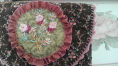 Roses au ruban de soie
