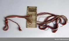 Digitalt Museum - Båndgrind  Norwegian rigid heddle with woven band