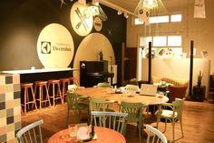 """duzy stół do baru dla """"grupki pracowników"""""""