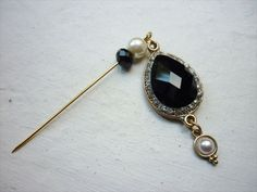 Black Emerald and Pearl Tear Drop Pin - Hijab Pin / Hat Pin / Brooch. via Etsy. Hijab Pins, Handmade Scarves, Love Hat, Hat Hairstyles, Stick Pins, Gypsy Style, Pin Cushions, Diy Fashion, Fashion Outfits