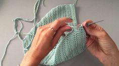 (NOW WITH ENGLISH SUBTITLES! how to crochet a halter top) Cómo tejer un bikini a crochet paso a paso. Aprende a tejer este halter top, tendencia verano 2015 . Diy Crochet Top, Top Crop Tejido En Crochet, Bikini Crochet, Crochet Santa, Black Crochet Dress, Crochet Halter Tops, Love Crochet, Beautiful Crochet, Knit Crochet